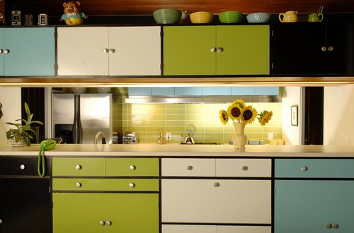 Renewing the look of kitchen cabinets - Pintar muebles de formica ...