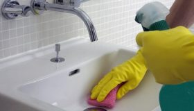 Bathroom Cleaning: How To Stop Bathroom Mold?