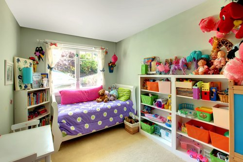 cleaning children 39 s bedroom. Black Bedroom Furniture Sets. Home Design Ideas