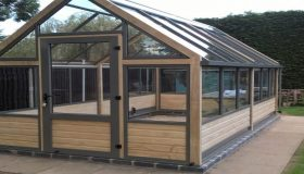 The 3 Benefits of Owning an Aluminium Greenhouse